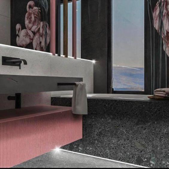 marmur w łazience, Łazienka z flamingami