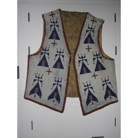 @Museon: Vest van de Sioux met mooie tipi-motieven in #blauw #collectievissen http://t.co/wgcMXlrO
