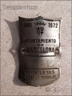 Ayuntamiento de Barcelona http://torresdeasfalto.blogspot.com.es/2011/01/matriculas-de-bicicletas.html