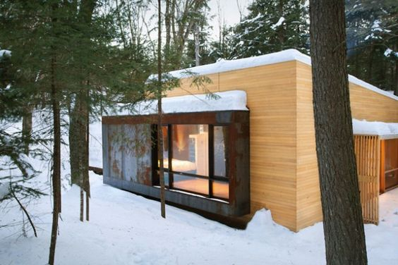 Ein Holzhaus mit Sauna