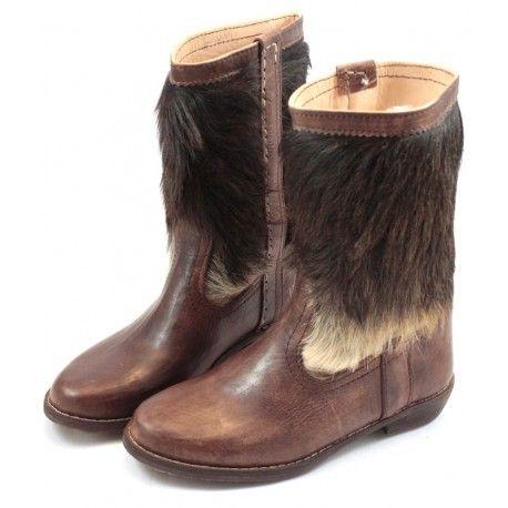 Uniques, ces bottes en fourrure et en cuir véritables sont du plus bel effet !