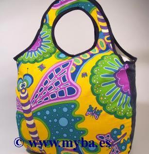 Bolso de tela decorado con rotuladores Posca.