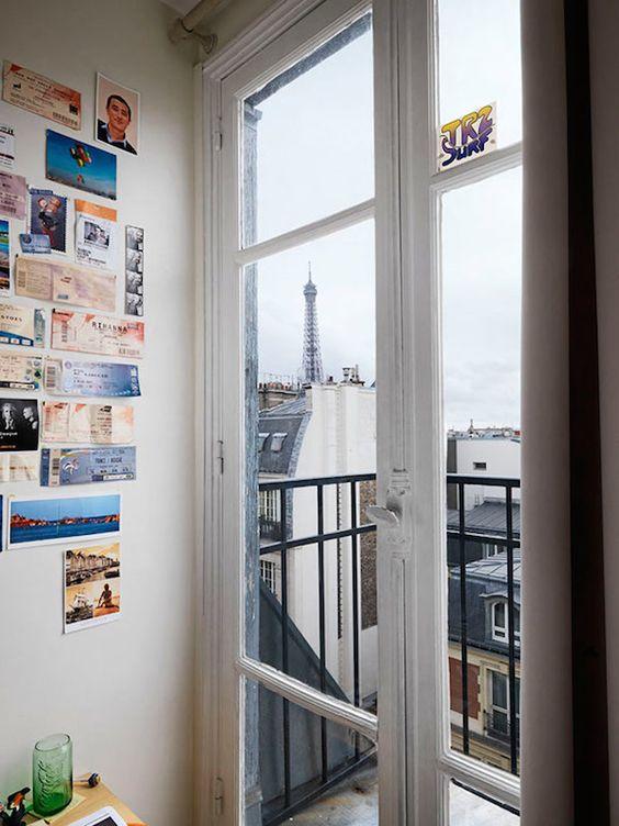 La Torre Eiffel vista dalle finestre di Parigi - Il Post