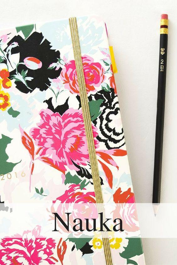 obrazek do przypięcia na pinterest, zeszyt w kwiaty i ołówek, poradnik maturalny, nauka do matury, jak się uczyć