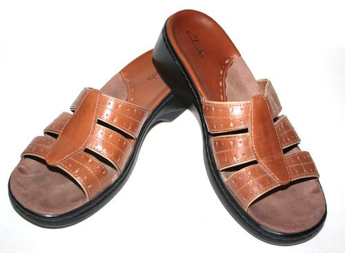 Nice! Women's Clarks Brown Leather Sandals Size 8M