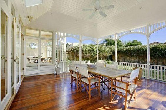 holz terrasse einrichten veranda bauen amerikanische holzhäuser esszimmer