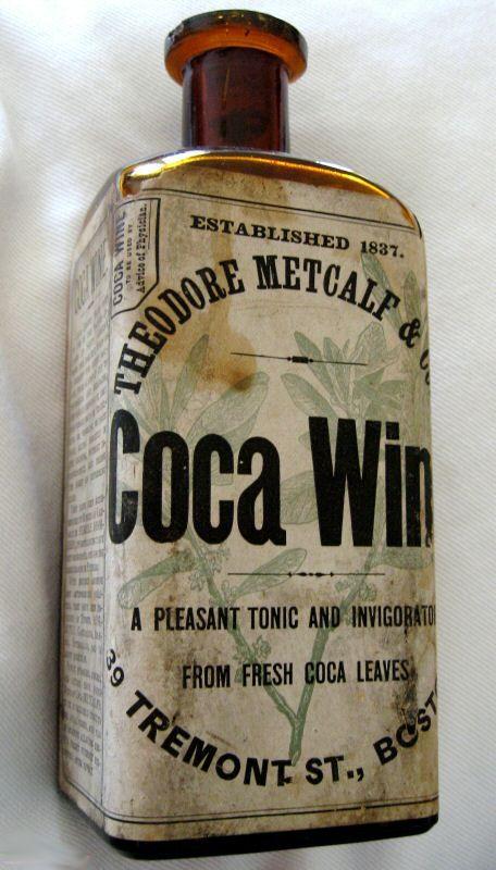 """El Coca Wine de Metcalf fue uno de los muchos vinos que contienen cocaína disponibles en el mercado.  Todos los efectos medicinales alegados, aunque sin duda fueron consumidos por su valor """"recreativo"""". El vino de coca contenía 30 granos de coca Erythroxylum (de la cual se produce Cocaína) por onza de vino"""