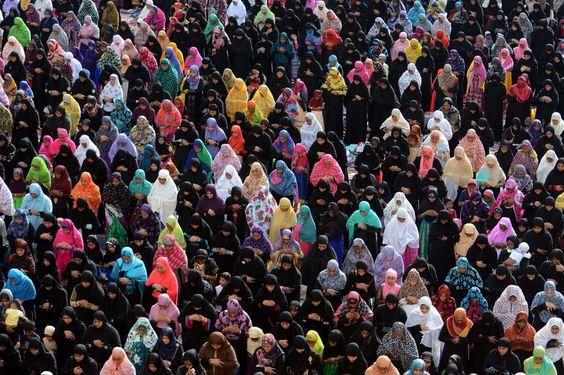 Indiase moslims tijdens het Offerfeest Eid al-Adha. Islamieten vieren daarmee het einde van de jaarlijkse hadj, de pelgrimage naar Mekka.