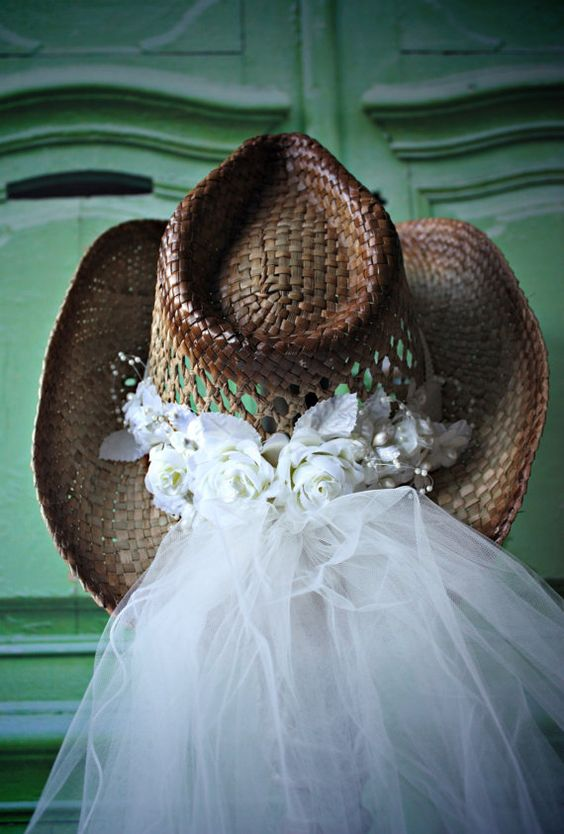 aac99df0a0f50d7750fcb6fba5a95e1b - Western Wedding Veils