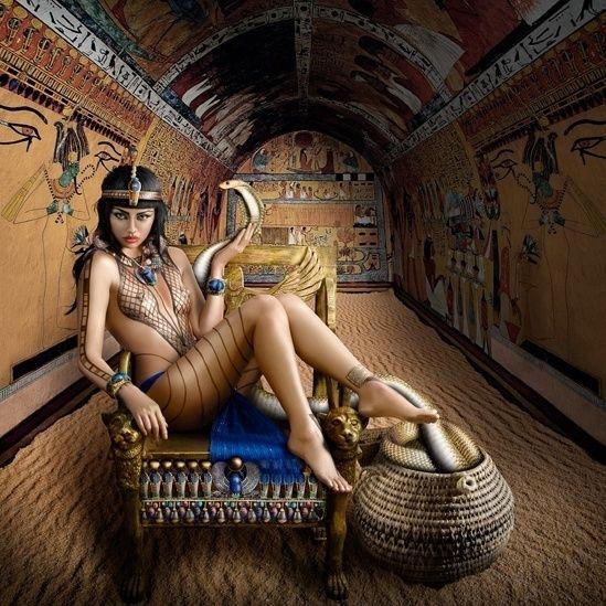 """Cleópatra (69 BC-30 BC) é uma personagem que desperta grande interesse. Ela foi a rainha do Egito, falava seis idiomas e possuía um grande conhecimento sobre estratégias militares. A imagem é intitulada """"a sedutora"""". (Alexia Sinclair)"""