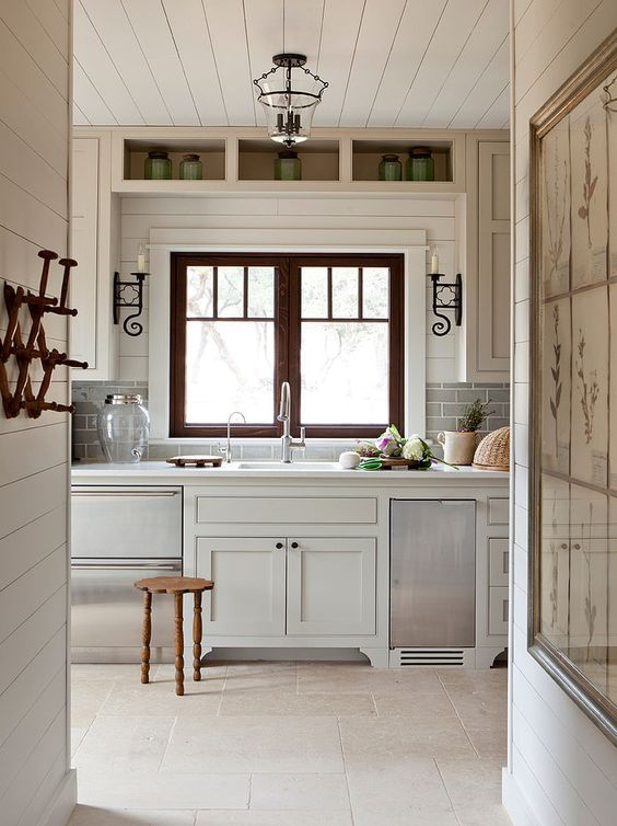 Frio Family Retreat by Shiflet Group Architects. Come be inspired by 11 White Kitchen Design Ideas Adding Warmth! #kitchendesign #whitekitchen #kitchenideas #interiordesignideas #whitekitcheninspiration