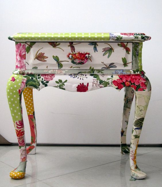 Recycled side table. Totally adorable!!  Decopauge idea too. (nbl):