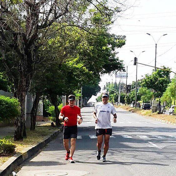Hoy corrimos 33K Con el Corazón; las piernas empiezan a flaquear después del 10k pero las ganas de cumplir el entreno no te deja parar.... Vamos a lograr la meta no vamos a parar hasta que estemos preparados.... Así duela no pararemos