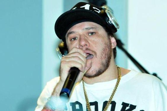 Após confirmação de overdose, exame toxicológico mostrará o que Chorão ingeriu, além de cocaína http://r7.com/4RKc
