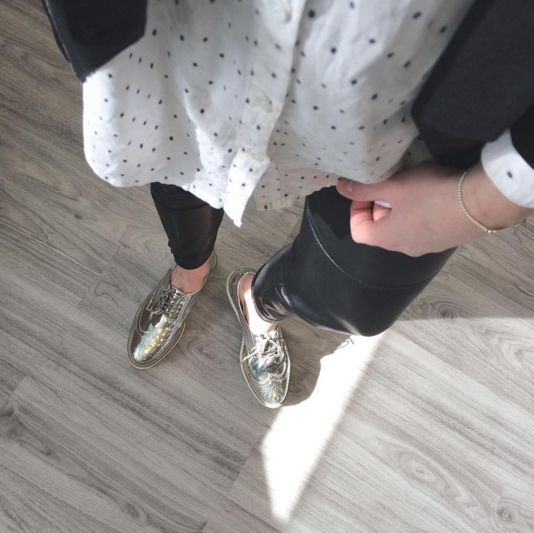 Romy is rocking her silver shiny oxford shoes and we love this outfit! <3