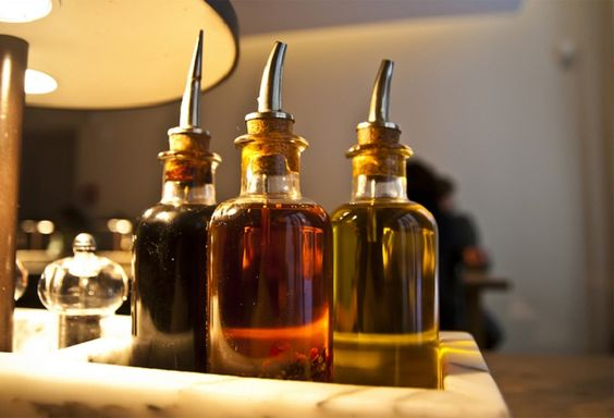 The Differences Between the Different Types of Vinegar