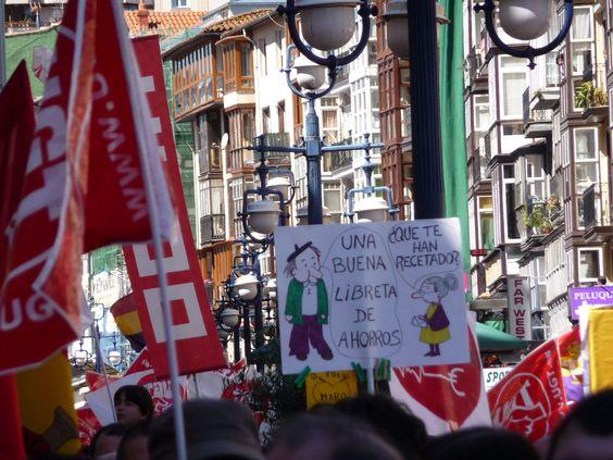 """""""¿Qué es lo que te han recetado? - Una buena libreta de ahorros"""" - Manifestación #1demayo, Santander, Cantabria (1) May 1st march, Santander, Spain"""
