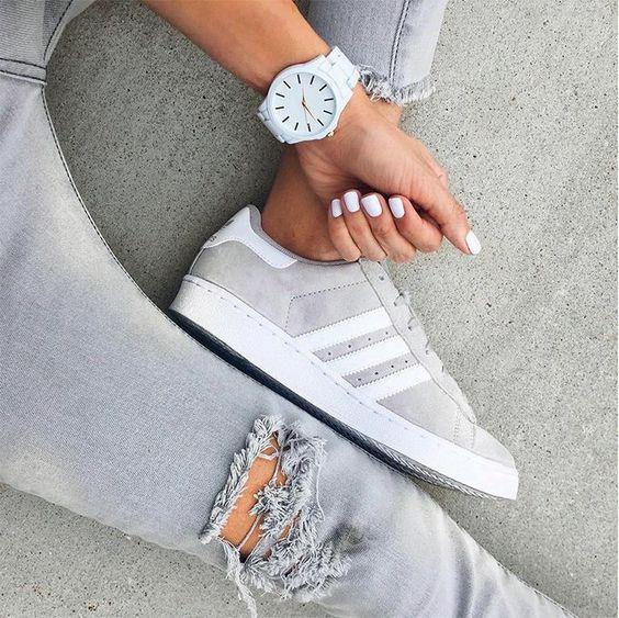 adidas gris con blanco