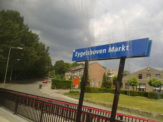 Bahnhofschild von Eygelshoven Markt am 06.07.2010.