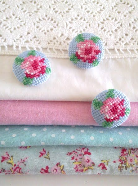 pretty cross stitch rose buttons: