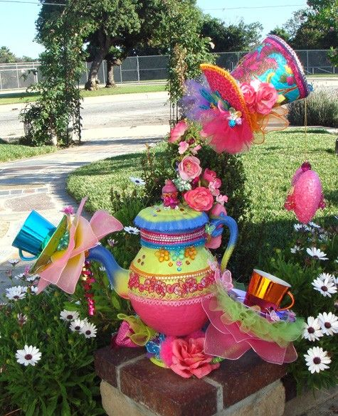 Mad hatter tea party centerpiece alice in wonderland for Mad hatter party props