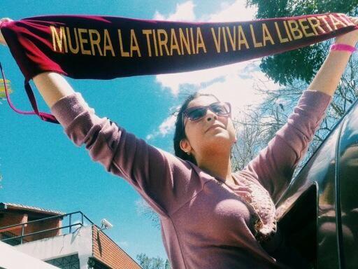Viva valiente!! Hija del Gneral Vivas pic.twitter.com/cm5FLDkjpL