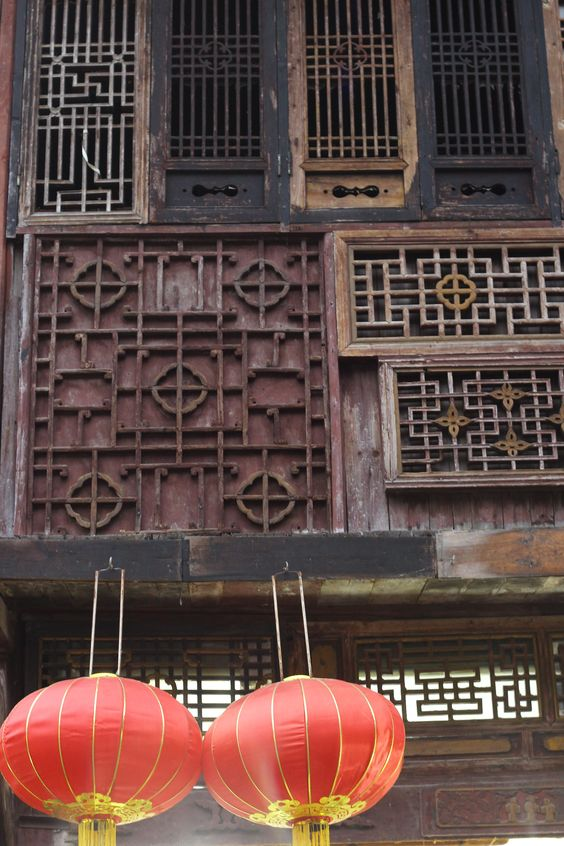Ancient Chinese Wooden Screen  (Location : Xidi , China)