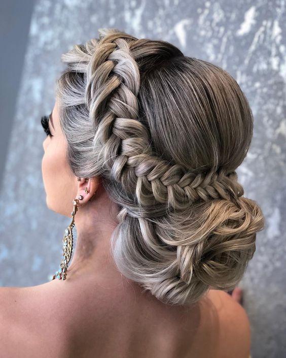 Coque com trança quem gosta, Eu simplesmente amo  Model @karlalarrosa @lounge_hair #work #penteadosluxuosos #penteados #hairstyle