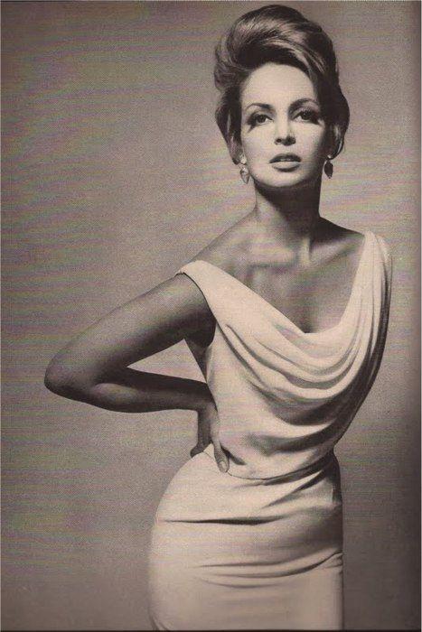 Contessa Christina Paolozzi, Harper's Bazaar1962, photo by Richard Avedon