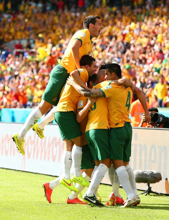 Half time and it's 1-1! Super Tim strikes again with a fantastic volley. #GoSocceroos  Current match odds:  Australia to win @ 7.00 Draw @ 3.05 Netherlands @ 1.55  Sign up at http://www.roobet.com and claim a deposit match up to $50!
