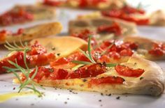 Tomatenpizzabrot | Zeit: 1 Std. | http://eatsmarter.de/rezepte/tomatenpizzabrot