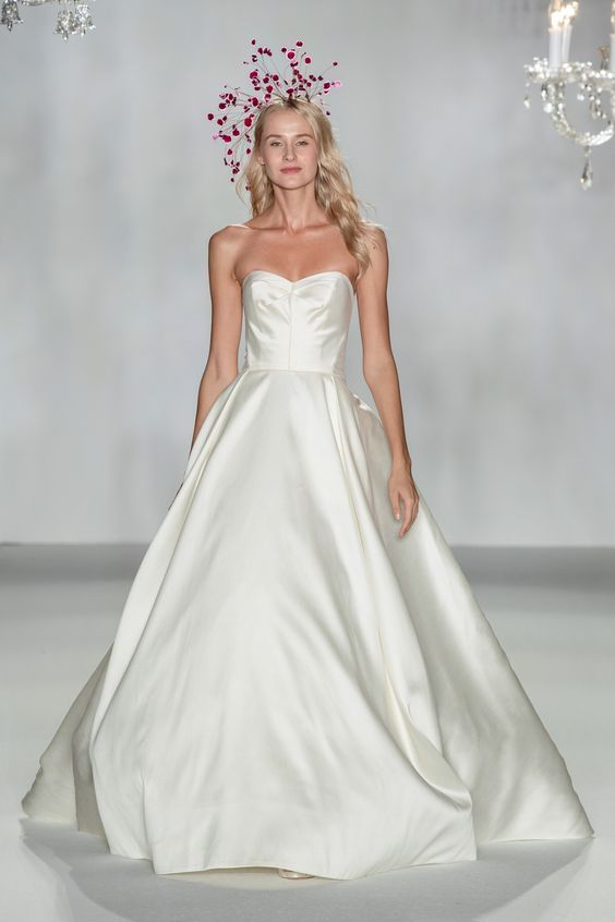 Anne Barge Collins Size 4 In 2020 Anne Barge Wedding Dresses Bridal Dresses Simple Gowns