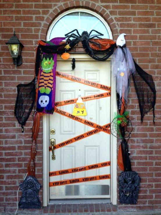 Halloween Decorations Idea For Spirit Halloween At Party City Hallow Halloween Decorations Diy Outdoor Halloween Door Decorations Halloween Outdoor Decorations