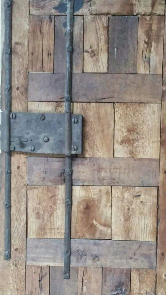 #Wood #Door #CaminoDeSantiagoDeCompostela #Spain