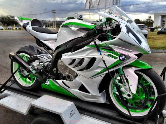 BMW S1000RR - Like mine only well......much, much prettier.