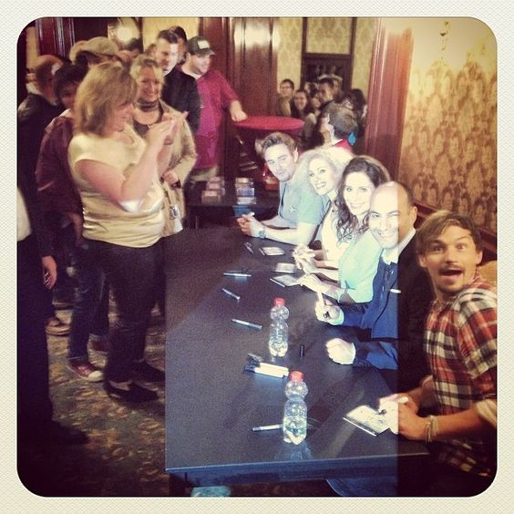 Pia Douwes, Dirk Johnston, Sabrina Weckerlin, Dominik Hees & Ramin Dustdar signing CDs after the Release-Concert