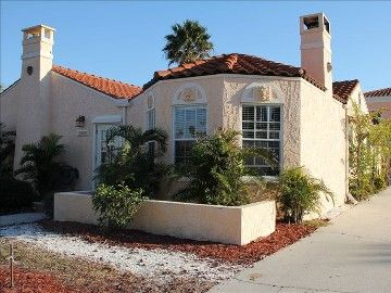 House w/ pool house: 3-BR (sleeps 6), weekly rentals considered