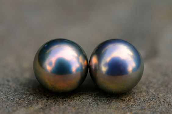 strong light metallic peacock pearl stud earrings, 8-9mm grey/mauve base coloured pearls with very beautiful/bright peacock overtones by FreshwaterCreation on Etsy