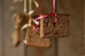 Steevast op de verjaardagspartijtjes: koek happen aan een touwtje en snoep happen in een toen met water