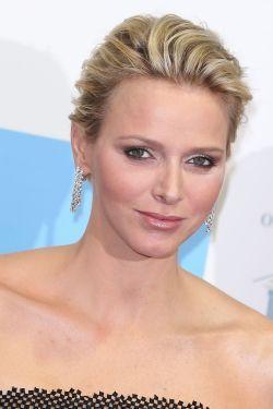 Prinses Charlene van Monaco besloten een glamoureuze, matte make-up stijl dragen op de MONAA gala in Monte-Carlo op 15 november 2012.