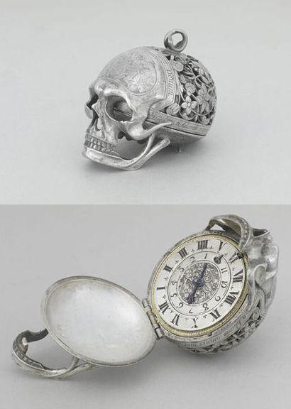 Silver Skull Clock C.E.17