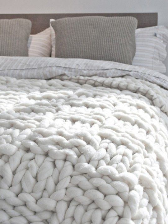 grof gebreid plaid voor op bed in wit of ecru