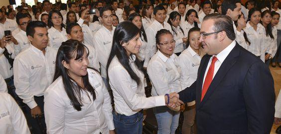 Duarte de Ochoa resaltó que los maestros veracruzanos obtuvieron excelentes resultados en la evaluación docente, lo que permitió posicionar a Veracruz en los primeros cinco lugares a nivel nacional, lo que demuestra el compromiso de los maestros veracruzanos por mejorar la calidad de la educación en el estado.