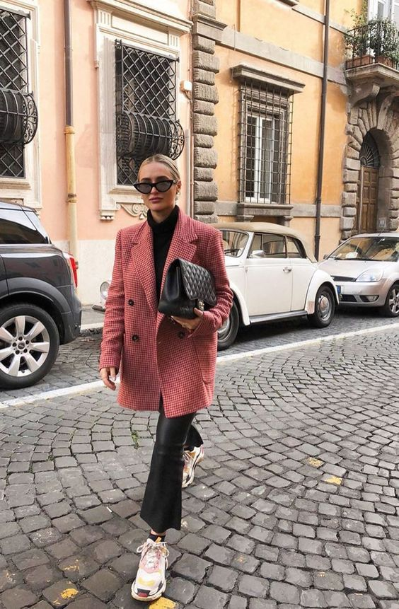 It's My Job to Spot Chic Outfit Trends—These 11 Winter Looks Are Best You'll turn heads in an instant by tossing a vibrant pink coat (or heavy blazer) over your all-black outfit and sneakers. Simple yet impactful.