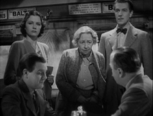 The Lady Vanishes (Une femme disparaît) (1938, GB) de Alfred HITCHCOCK - avec Margaret Lockwood, Michael Redgrave, Dame May Whitty, Margaret Rutherford (photo)