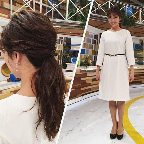スタジオで今日のグッディ衣装を紹介している三田友梨佳アナの画像