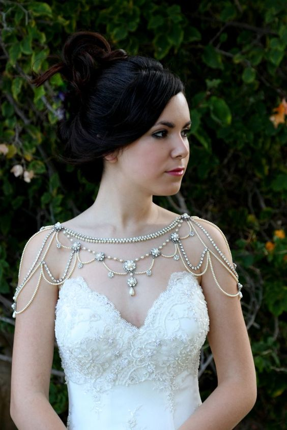 36 Sparkly Shoulder Necklace Designs for Beautiful Brides