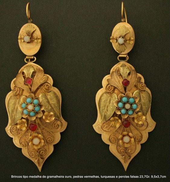 Brincos antigos tipo medalha de gramalheira ouro, pedras vermelhas, turquesas Viana, Portugal