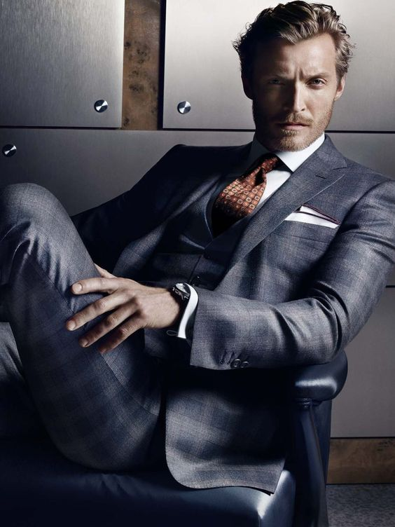 ice grey, three-piece suit...needs a dif color tie, not that this one isn't nice, just a dif color would've been better...maybe purple to match his badass pocket square.