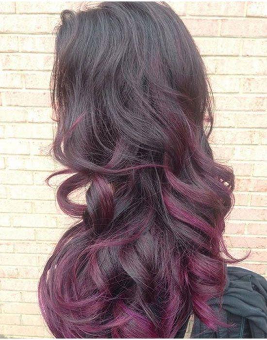 un balayage spectaculaire avec des mèches violettes coloration cheveux mèches balayage